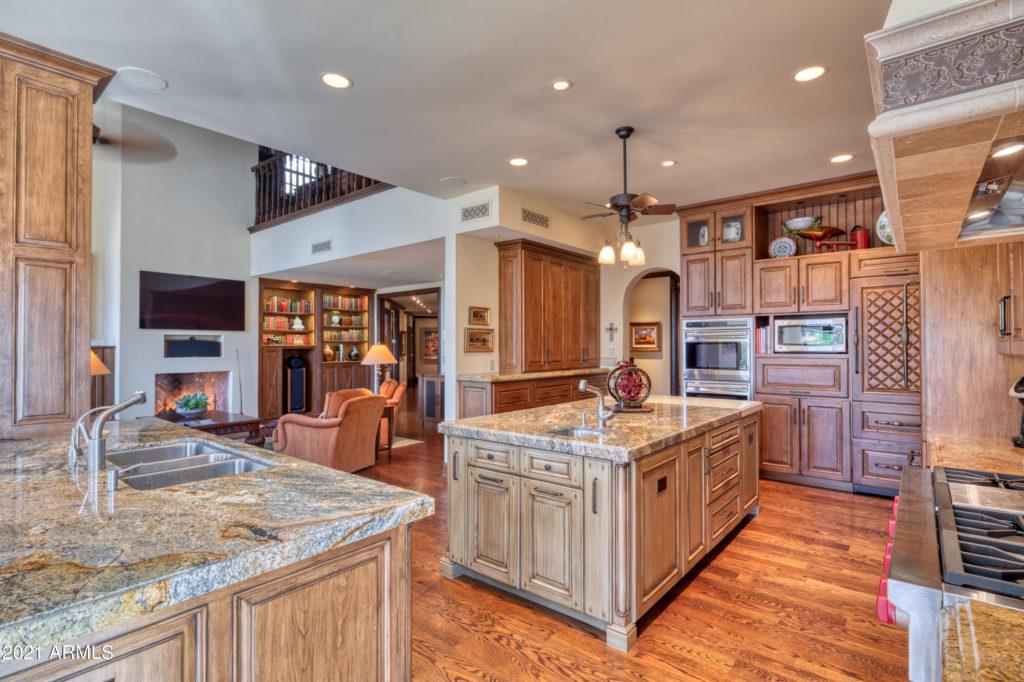 5426-Morriso chef's kitchen
