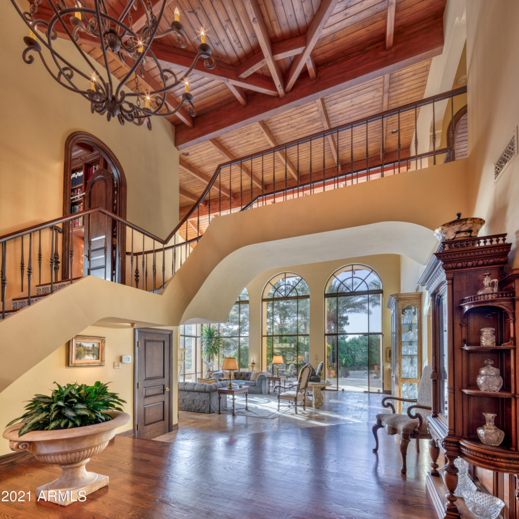5426 Morrison entry view